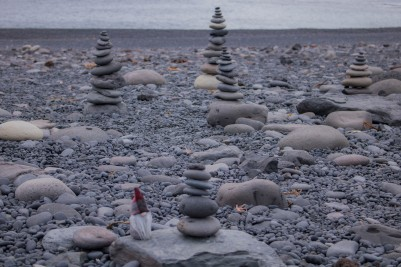 black sand beach tomte