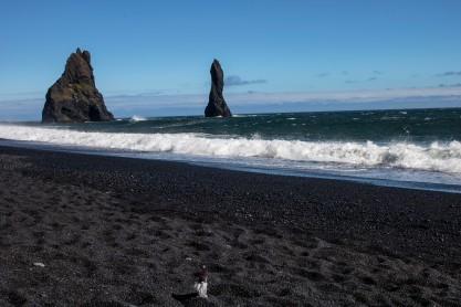 black sand beach tomte